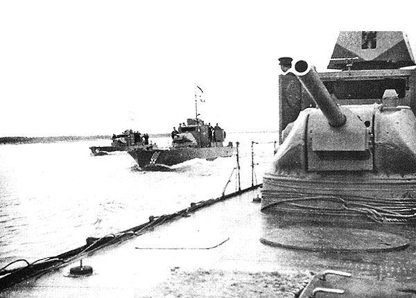 БКА ТТХ фото РККФ ВМВ Sovjet-gepantserde boot van 11-25
