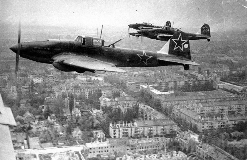 WW2 picture attaker airplane Il-2m3