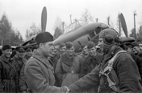 Общий счет большинства истребителей выглядит как сумма личные+групповые. Для советских пилотов было достаточно трудно подтвердить свою победу