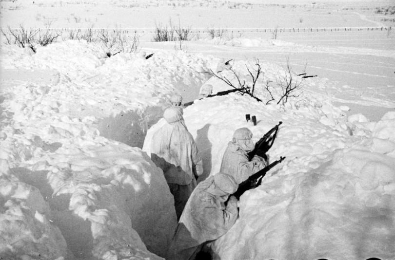 Фото: советские автоматчики в окопе на берегу дона 3